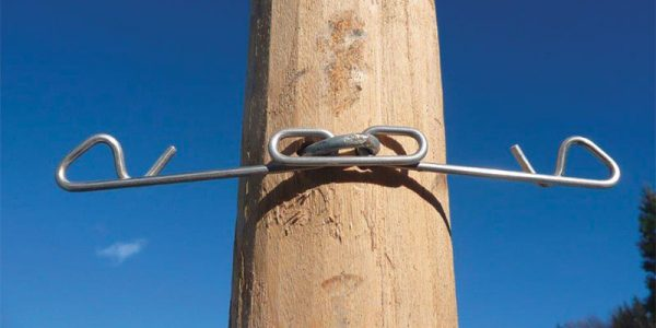 Stainless fixed reinforcer for wooden poles